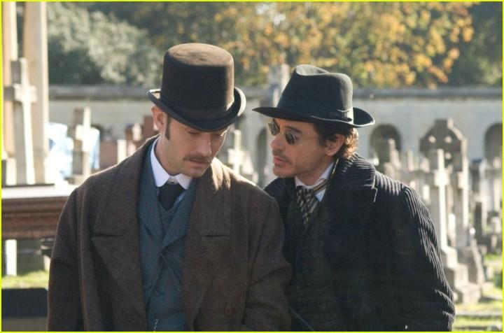 Dr. Watson (Jude Law) e Sherlock Holmes (Robert Downey Jr.)