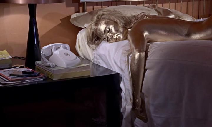 Shirley Eaton, toda pintada de ouro no filme Goldfinger, de 1964.